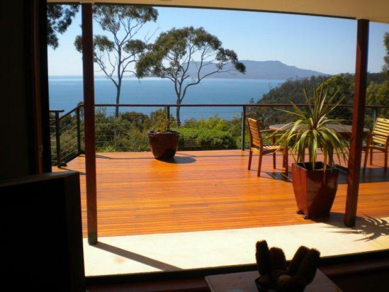 Spectacular 360 ocean view of Maria Island & distant Freycinet