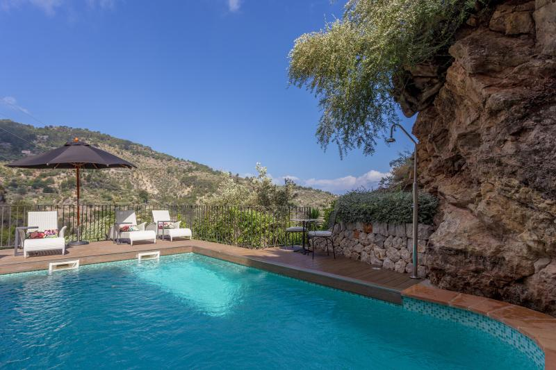 The private pool with stunning views