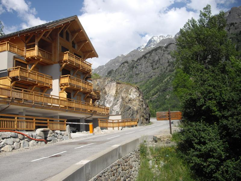 The chalets stand in a superb quiet location in the village of Vaujany