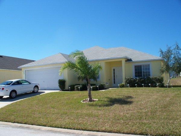 Luxury 4 bed villa with private pool, only 10 minutes drive from Disneyworld, free wifi