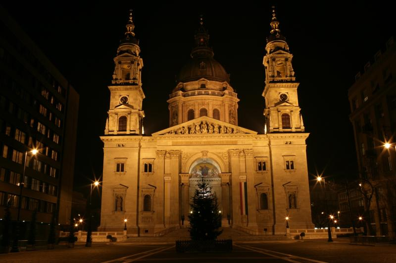 St Stephen's Basilica (Szent István Bazilika), beside the apartment.