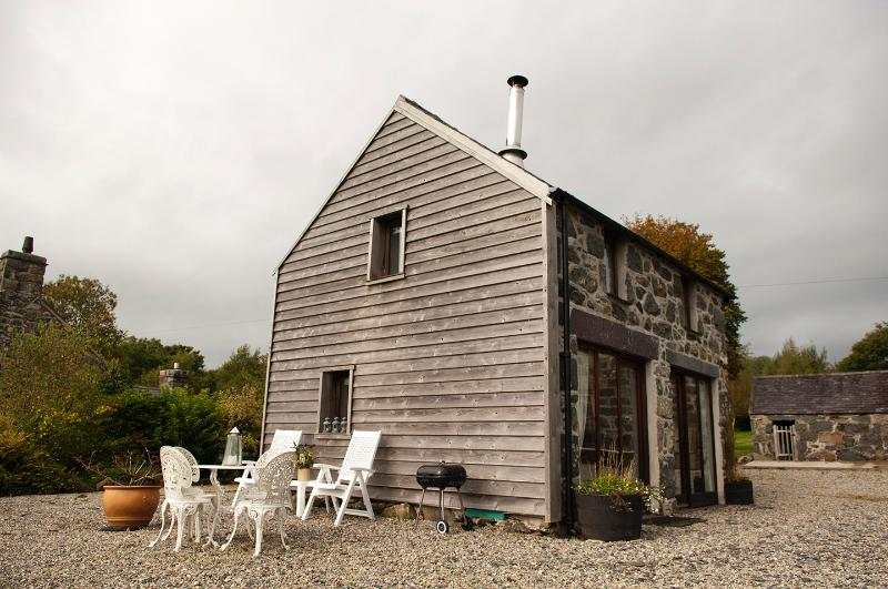 'Coach House'   South Facing and Seating Area----BBQ