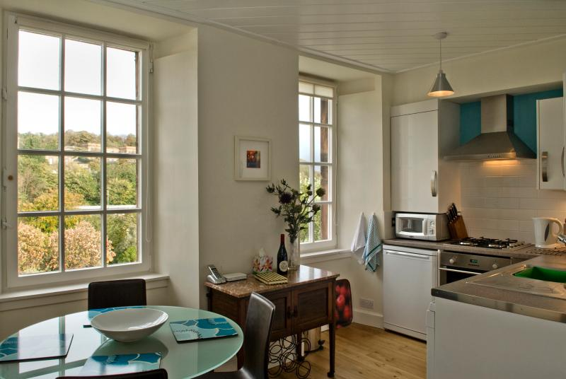 dining area & kitchen - with Calton Hill views