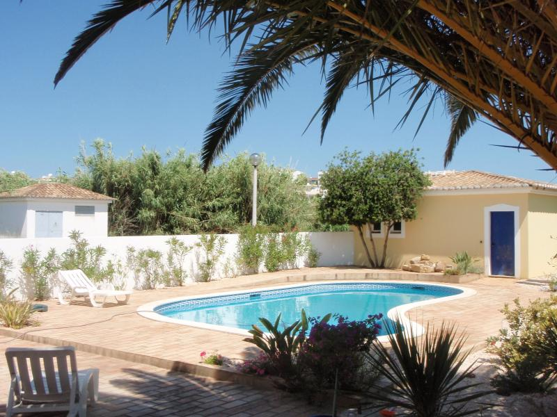 Spacious 4 bed one level villa with private pool