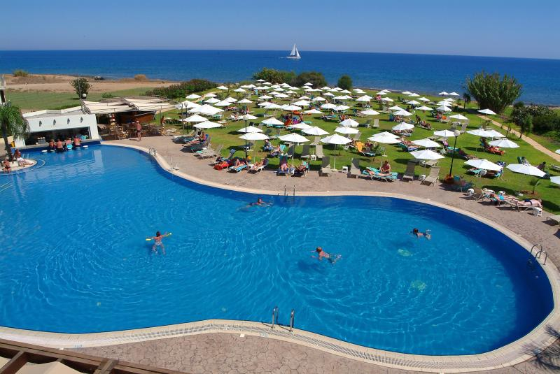 Free hotel swimming pool and relaxing area