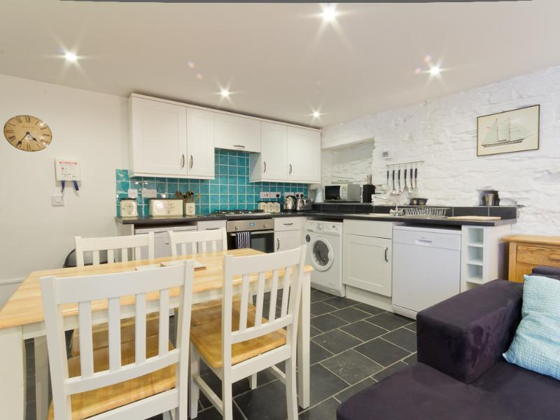 Very well equipped kitchen/dinning room.