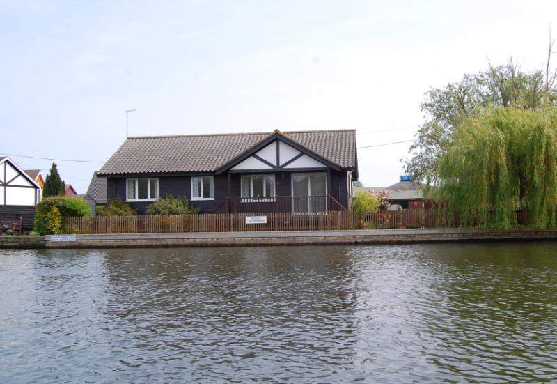Ferrymans Cottage from the River