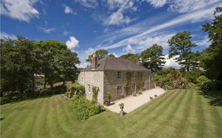 Penrose Farmhouse - a beautiful newly renovated 5 Star seaside estate accommodating up to 11 guests