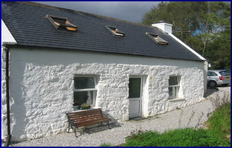 Half of 17 Torrin is a detached traditional cottage with access to the shoreline.