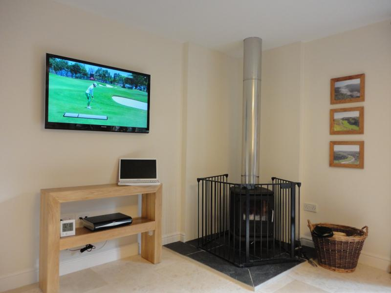 View to TV and Stove in Lounge
