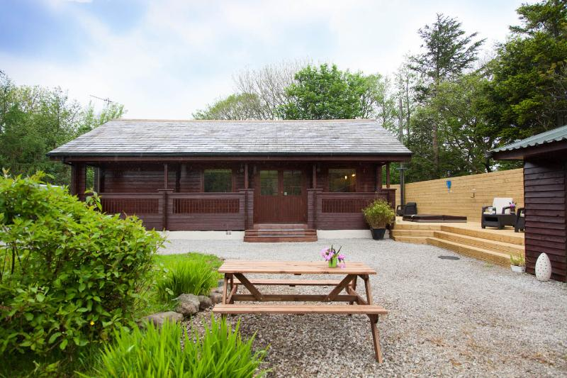 Peaceful private lodge, set within lovely gardens