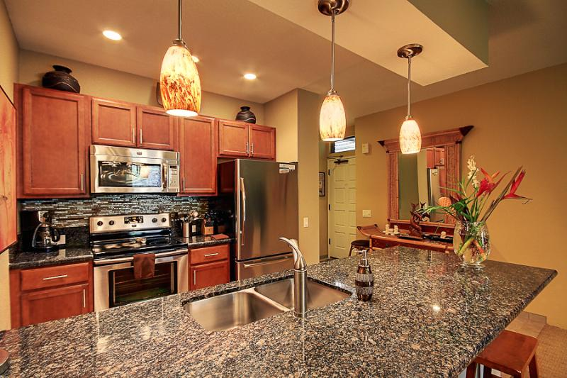 Upscale Kitchen with Quiet Close Cabinets, Granite, Stainless