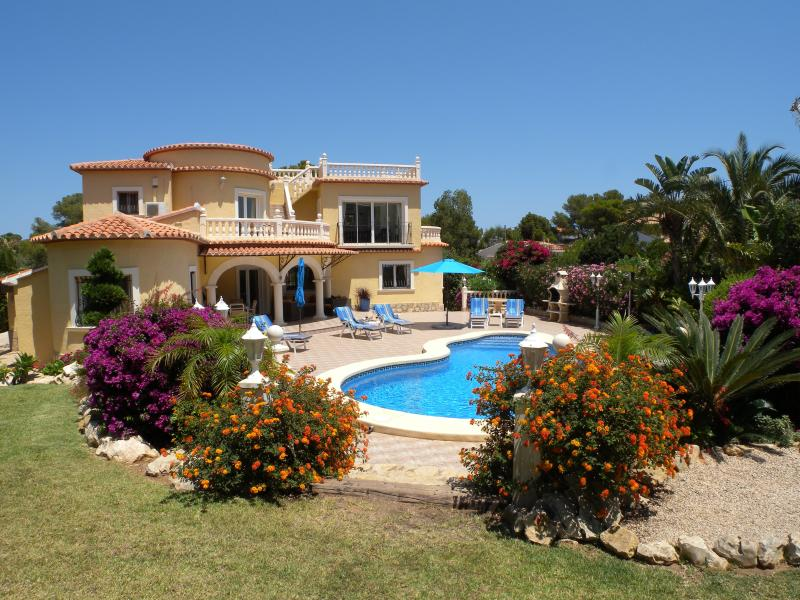 Beautiful recently built villa with own pool and extensive private garden