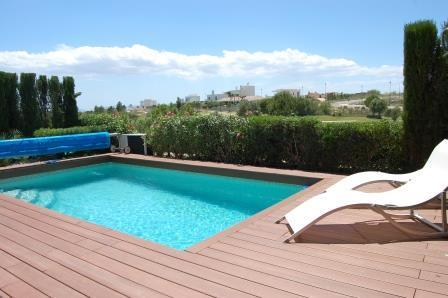Heated swimming pool very private location
