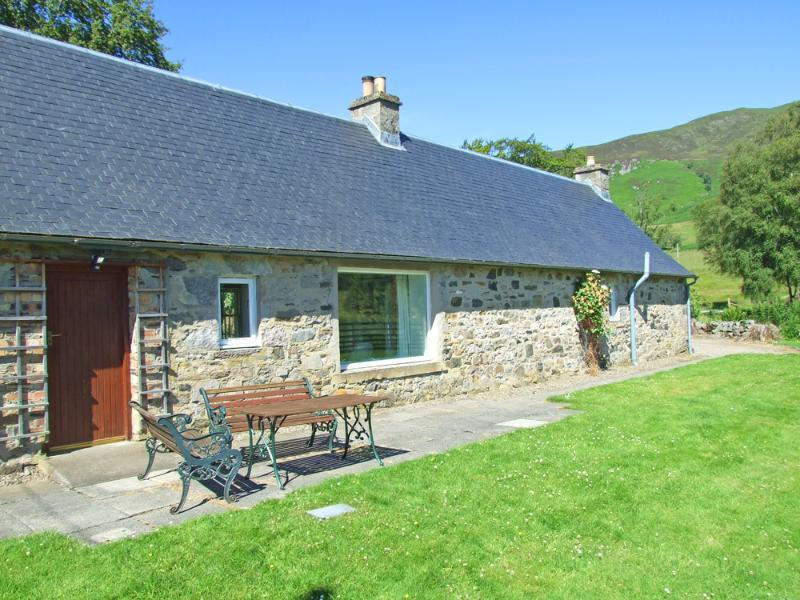 Balmore Cottage with hills behind and fields behind (sleeps 4)