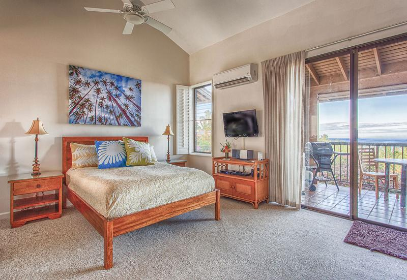 Pillowtop queen bed with ocean view