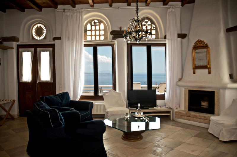 suite RINIA the living room with sea view