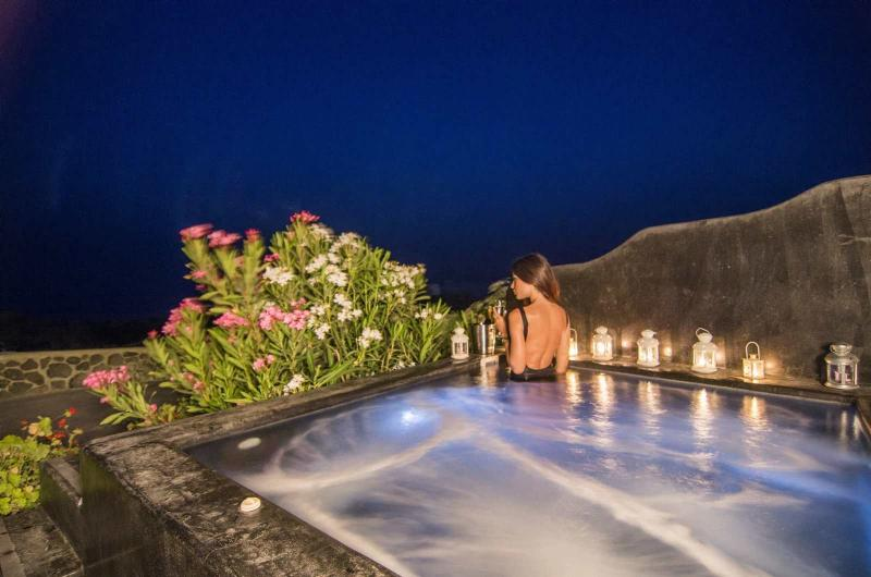 Outdoor heated hydromassage spa for 6 persons. Enjoy the perfect view and relax.
