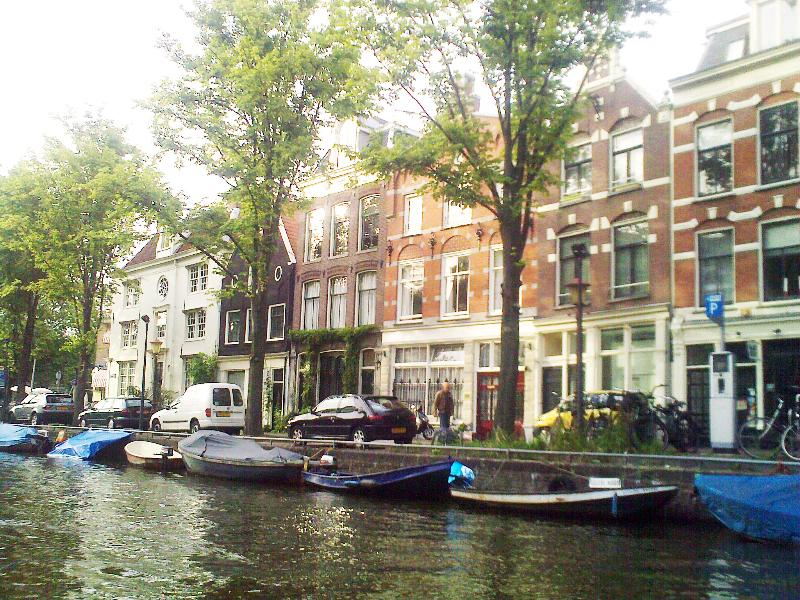 Front of the house on the canal Lijnbaansgracht
