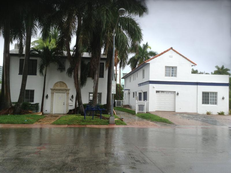 Street view of both villas, Diamond in South Beach and Colors of South Beach