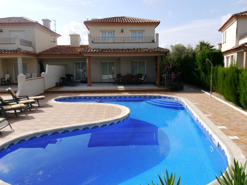 Newly decorated, spacious, 4 double bedroom and 2 bathroom villa with private pool