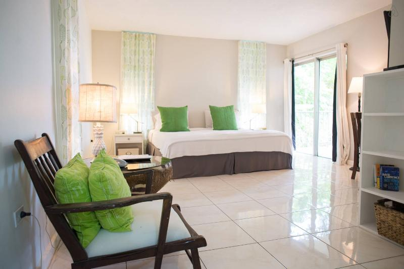 Bright studio apartment on the Hip Strip in Montego Bay, Jamaica. 5 minutes from MBJ Airport