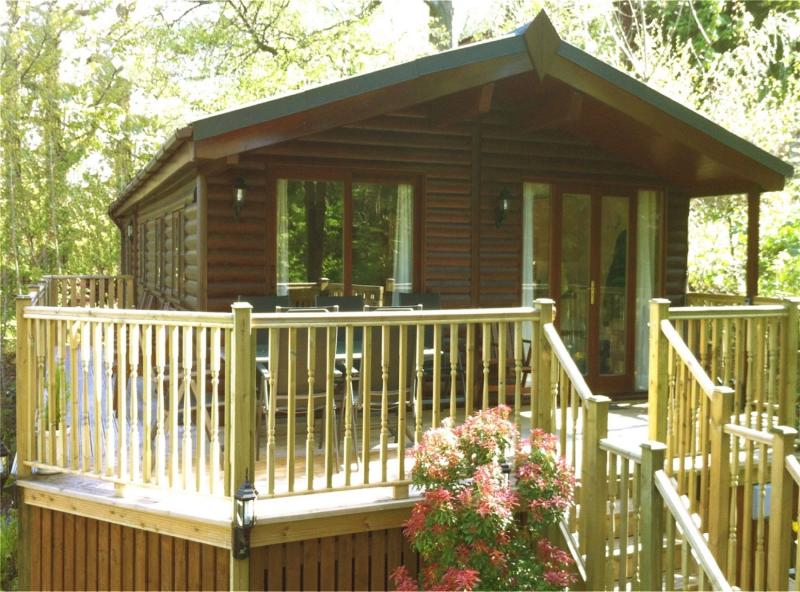 Mistletoe Lodge a Spacious Beautiful Lodge in tranquil woodland setting with sun catching verandhas