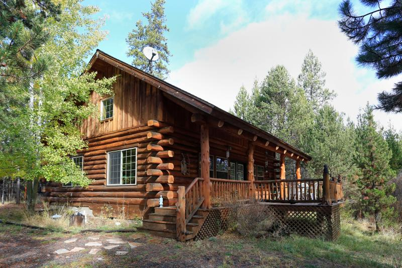 Magical Maluhia Log Cabin on 5 riverfront acres
