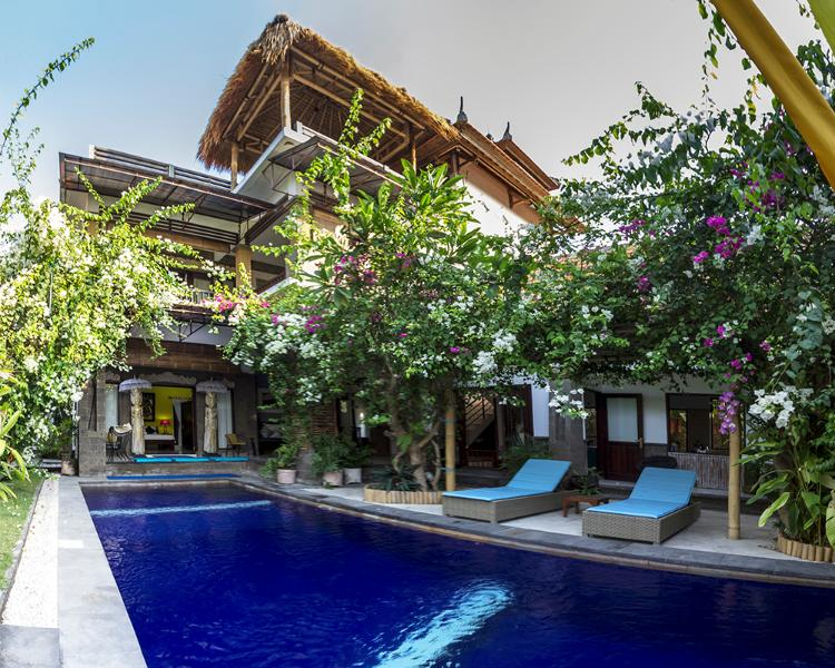 LARGE Villa ,very comfortable/3 Bedrooms with Aircon Plus Large TV/Entertainment room
