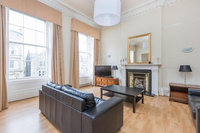 Spacious triple window drawing room - excellent for large family gathering.