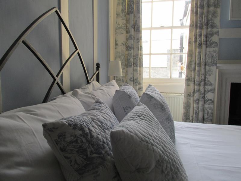 Amazing location and with a gorgeous, comfy, king-size bed for a great night's sleep.
