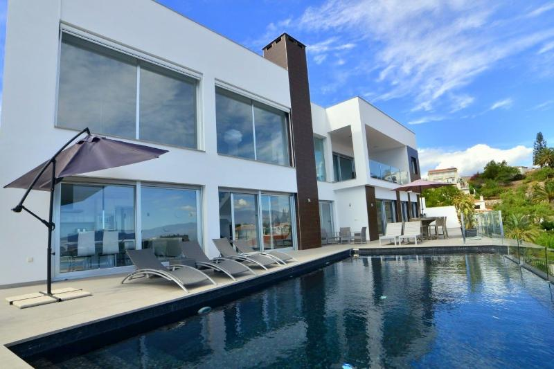 Modern villa with heated infinity pool & sunny terrace