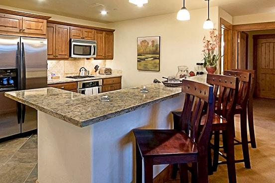 Emerald Lodge Kitchen - 5102