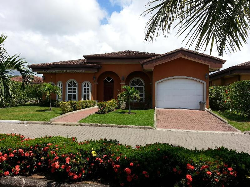 Beautiful 3 bedroom home with garage