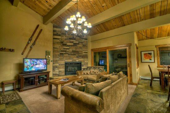 Spacious Living Area with Dramatic Vaulted Ceilings, Gas Fireplace, Comfortable Couches