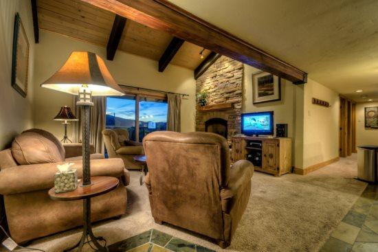 Open Living Area, Vaulted Ceilings, Flat Screen TV, Gas Fireplace, Balcony