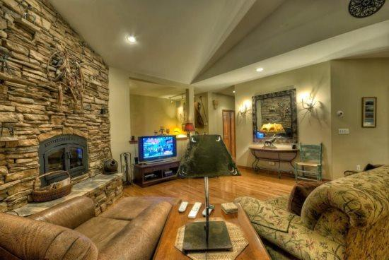 Very Large Living Area,Dramatic vaulted Ceilings, gas Fireplace , Large Flat Screen TV, Open To Kitchen and Dining Area