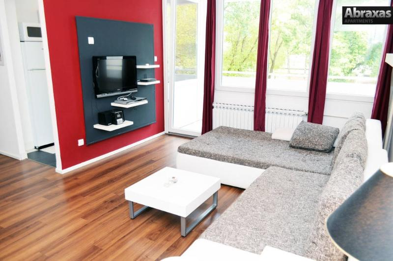 Living room, with multimedia and sofa bed