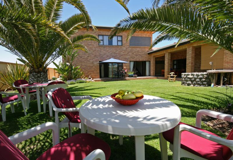 Sunny Palmgarden available to all guests from both units.