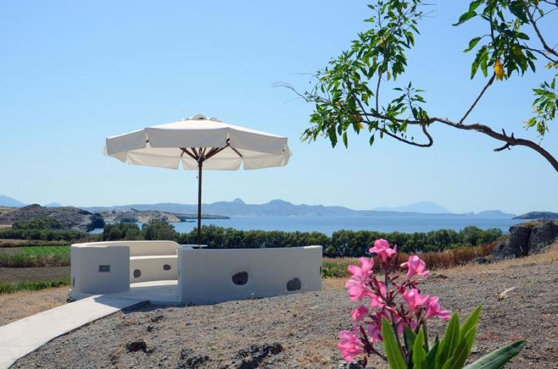 Aloni, the sea-garden: a peaceful setting only 100m from the sea with unhindered view