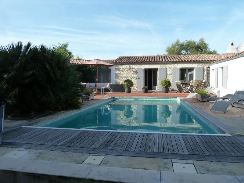 exceptionnal groundfloor property ,heated pool: 5 meters x 10 meters,with electrical deck security