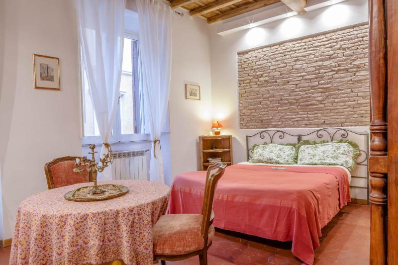 Sunny bedroom with double bed and sofà bed. This room has free WiFi and Air conditioning.