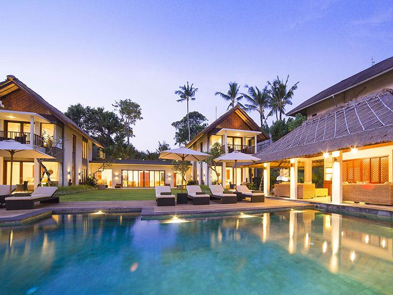 Seseh Beach Villa I - The villa and pool