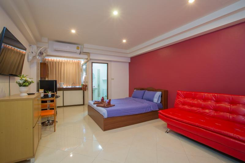 studio 40 m2 , king bed and sofa bed