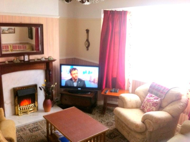 Lounge - Toshiba 32-Inch-HD TV/ DVD recorder & Player and Two reclining chairs