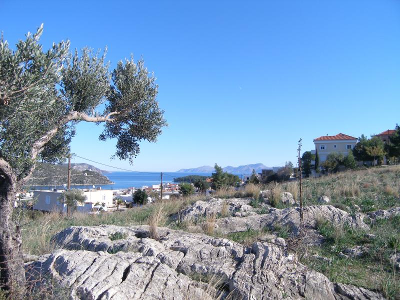 Peaceful surroundings of the house, excellent view, just 10 min walk to the center of the village