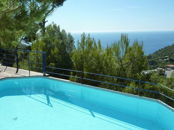 The private pool with stunning seaviews