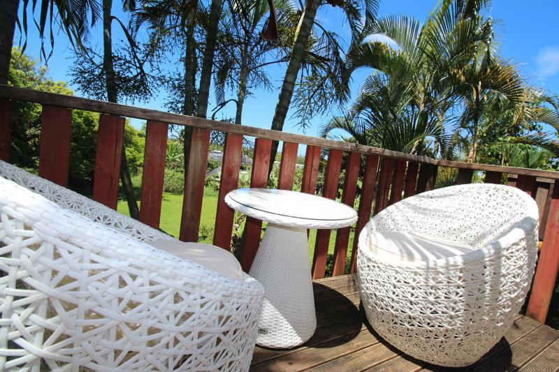 outdoor casual relaxation chairs