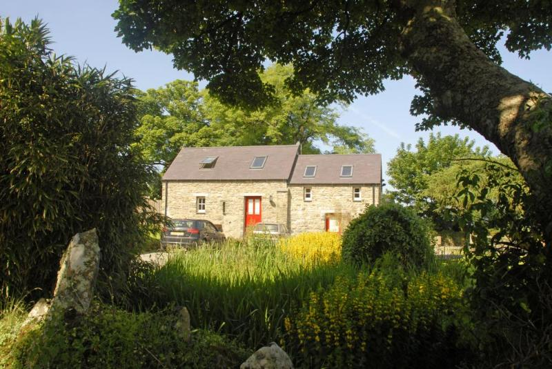 Newport self-catering holiday cottage with sea views - pets welcome