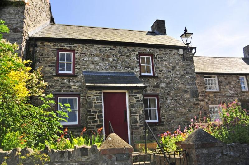 Historic Pembrokeshire holiday cottage beside St Davids Cathedral